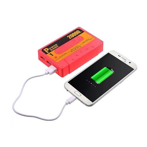 Kassetbandformad 5500mAh Power Bank med Tre USB-utgångar för Smartphones – Orange
